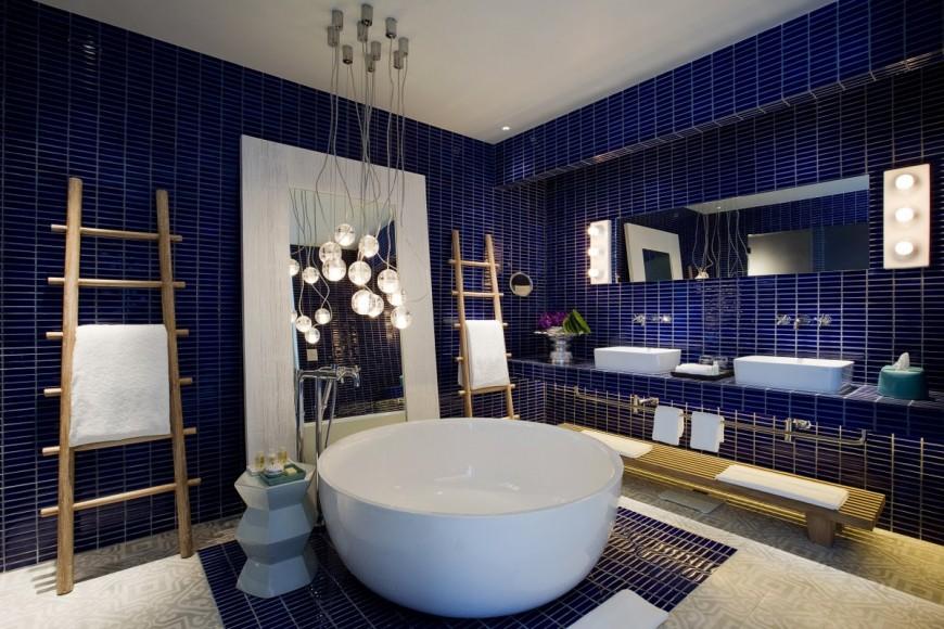 52729507-H1-Bay_Suite_Bathroom